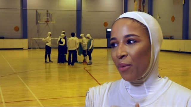 fr.shafaqna - Des joueuses voilées forment la première équipe musulmane de basket-ball du Royaume-Uni