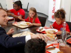 fr.shafaqna - Macron lance sa stratégie de lutte contre la pauvreté des enfants