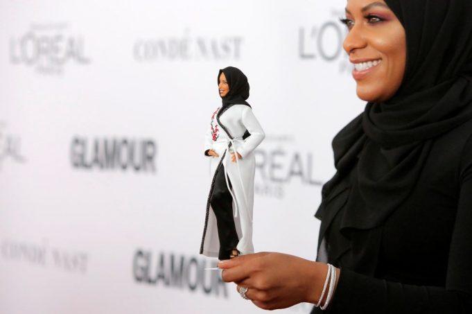 fr.shafaqna - La première Barbie voilée fait une sortie remarquée