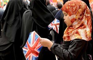 fr.shafaqna - Les musulmans britanniques s'inquiètent de l'inspection du hijab dans les écoles