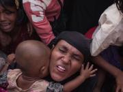 fr.shafaqna - Photo : des réfugiés rohingyas se pressent pour une distribution de nourriture