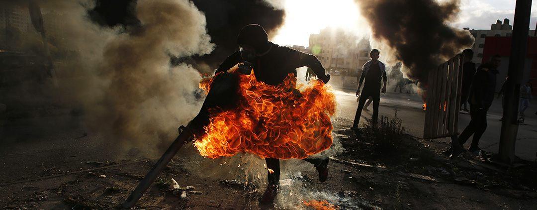 fr.shafaqna - Photo : Des  palestiniens en colère ont affronte jeudi des soldats Israéliens