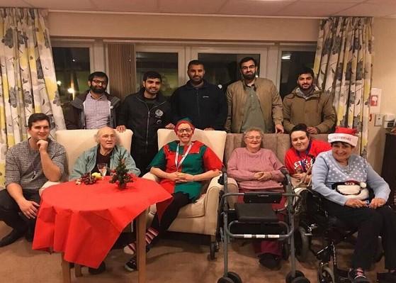 fr.shafaqna - Grande-Bretagne : la jeunesse musulmane aide les personnes âgées