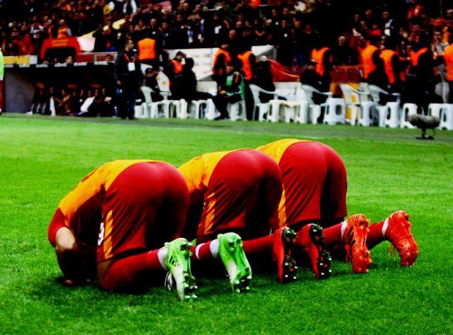 fr.shafaqna - Les conversions à l'Islam dans le monde du football, un phénomène grandissant