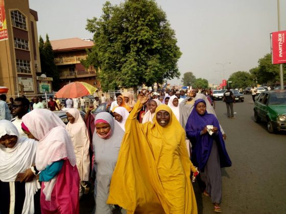 fr.shafaqna - Photos Protester à Abuja exigeant le gouvernement libre Zakzaky pour le traitement (1)