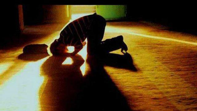 fr.shafaqna - La récitation comme les actes obligatoires de la prière avec la voi de La sourate al-Fatiha et al-Ikhlas