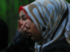 fr.shafaqna - À Toronto, une fillette de 11 ans se fait découper son hijab en pleine rue