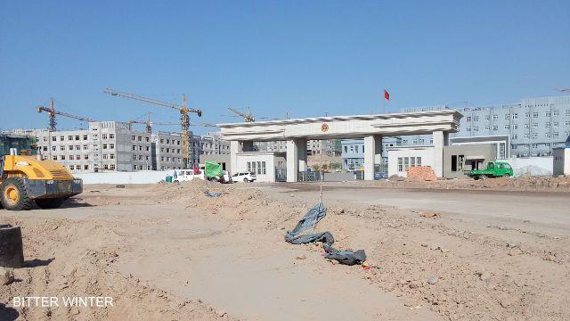 fr.shafaqna - Nouvelle Vidéo exclusive un nouveau camp de « rééducation » pour les Ouïghours découvert au Xinjiang